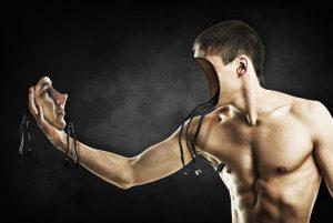 image d'un robot ressemblant à un homme, qui débranche son visage et se fait face